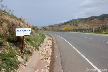 Указатель рядом с поворотом на деревню Souskiou