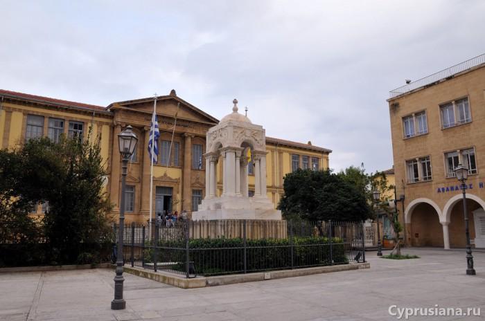 Мавзолей у церкви Фанеромени