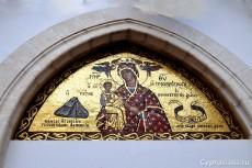 Мозаика над входом в монастырскую церковь