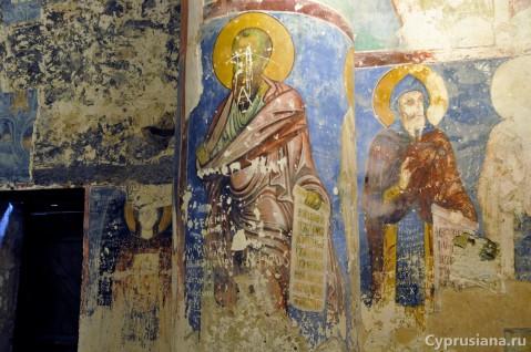 Вандальные надписи на фресках