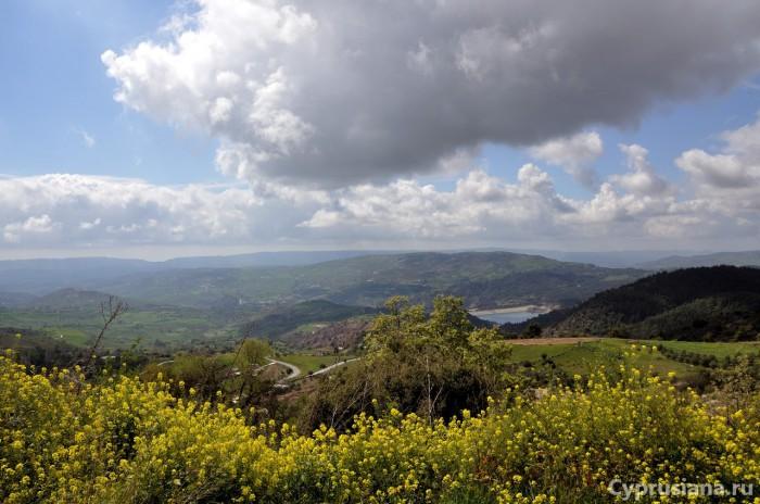 Вид на водохранилище из Pano Panagia
