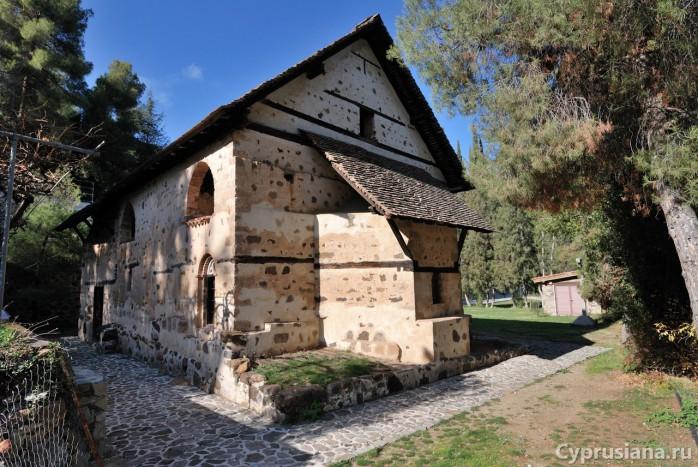 Церковь св. Николая под крышей