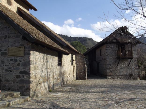 Во дворе монастыря св. Иоанна Лампадиста
