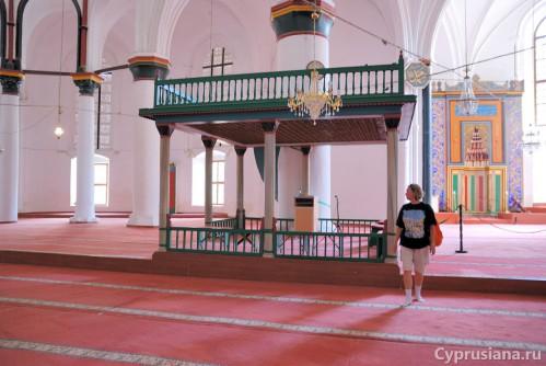 Внутри мечети