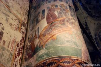 Фрески на колоннах