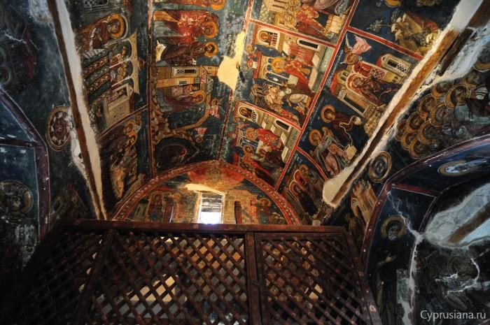 Фрески в церкви Честного Креста