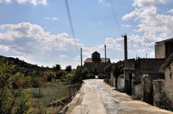 Дорога к Церкви Святого Креста