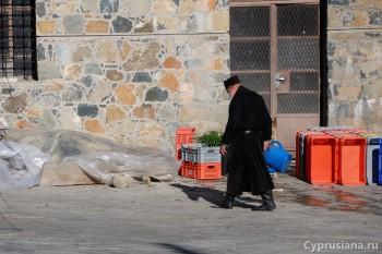 Монахи за работой