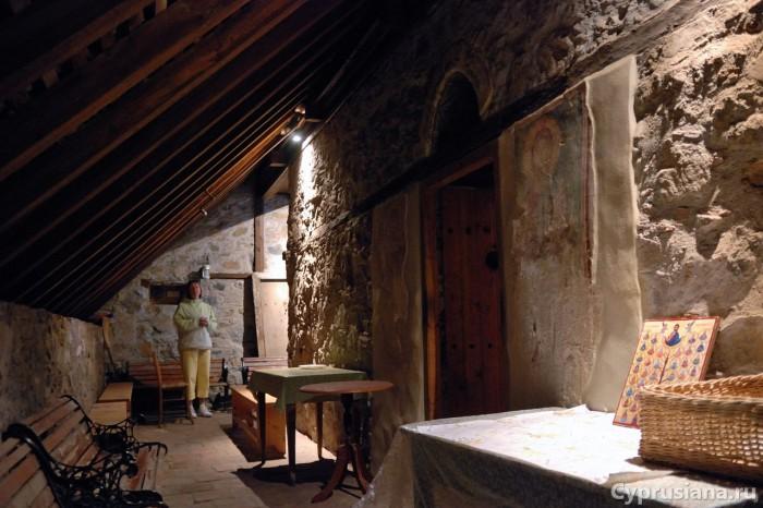 Под крышей церкви
