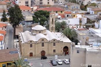 Вид на церковь Архангела Михаила с башни Shacolas