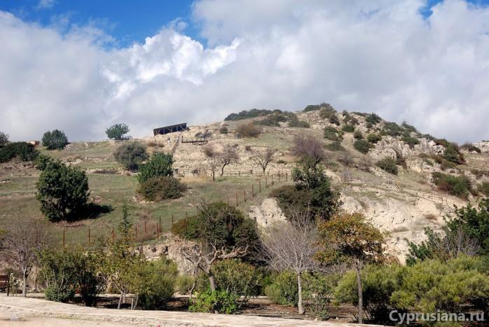Лестница, ведущая к раскопкам в Хирокитии