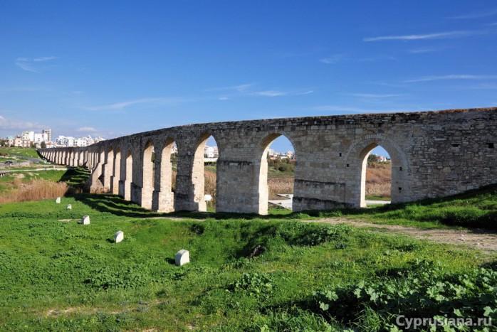 Вид на акведук Камарес