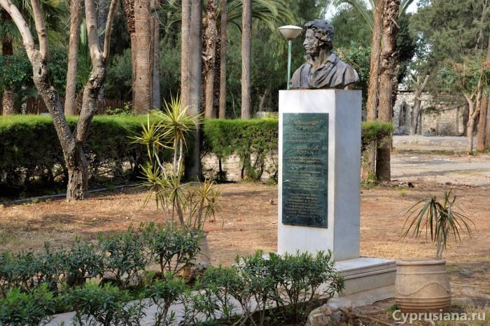 Памятник Пушкину в Муниципальном парке Лимасола