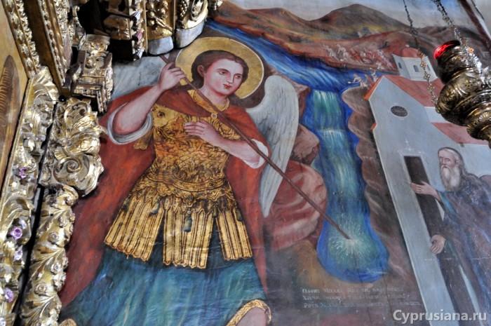 Архангел Михаил, проделывающий расщелину в горе