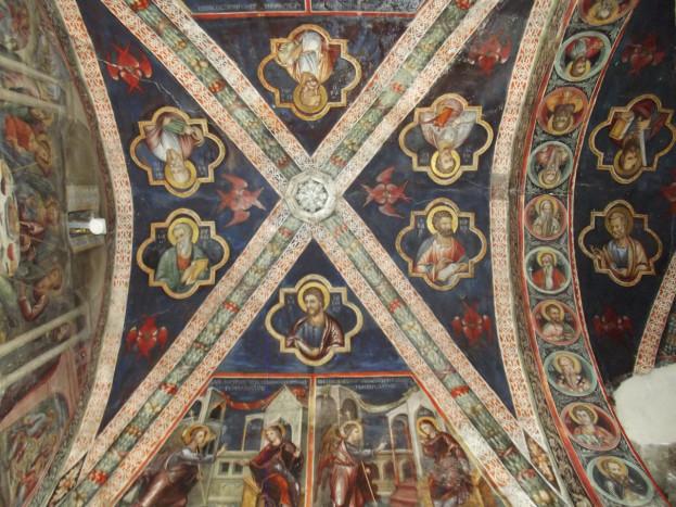 Апостолы в квадрифолиях, херувимы и имитация нервюр на потолке Латинской капеллы