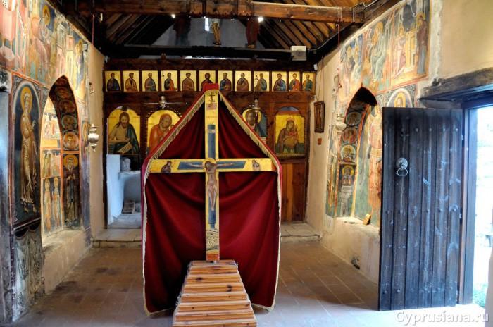 Церковь Св. Креста. Вид изнутри