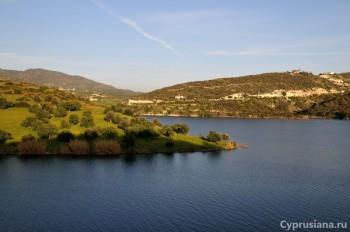 Вид на водохранилище с левого берега