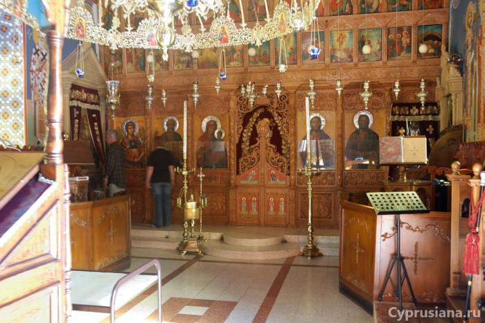 Внутри монастырской церкви