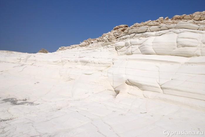 Средь белых камней