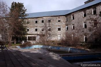 Отельный бассейн