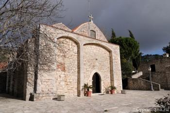 В монастыре весной