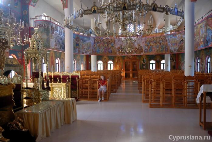 Внутри храма св. Рафаила