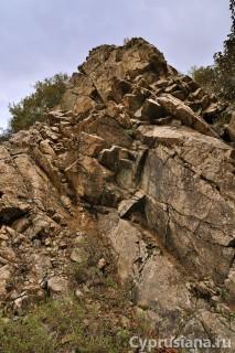 Вдоль камней