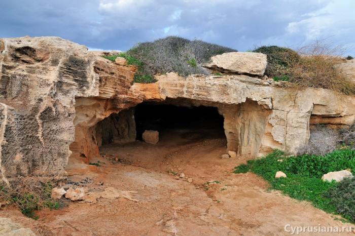 Вход в пещеру Циклопа