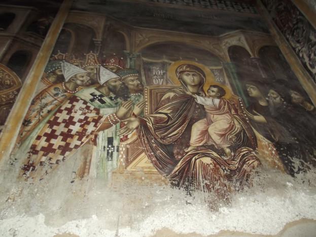Богоматерь с младенцем на троне, архиереи и монахи («О, всепетая мати…»). Роспись Латинской капеллы