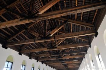 Деревянная крыша церкви