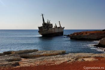EDRO III и окружающая бухта