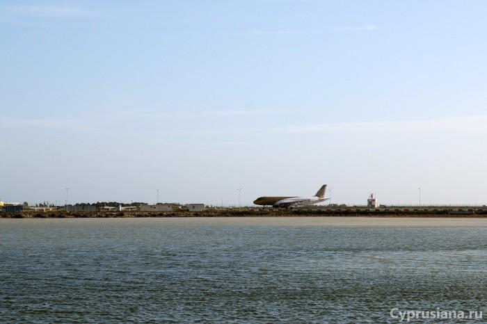Самолёты на берегу