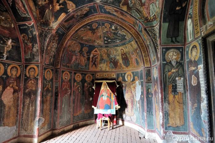 Архангел Михаил. 1332 или 1333 год. Роспись нартекса церкви Богородицы Форвиотиссы в Асину