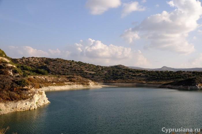 Вид на водохранилище с дамбы