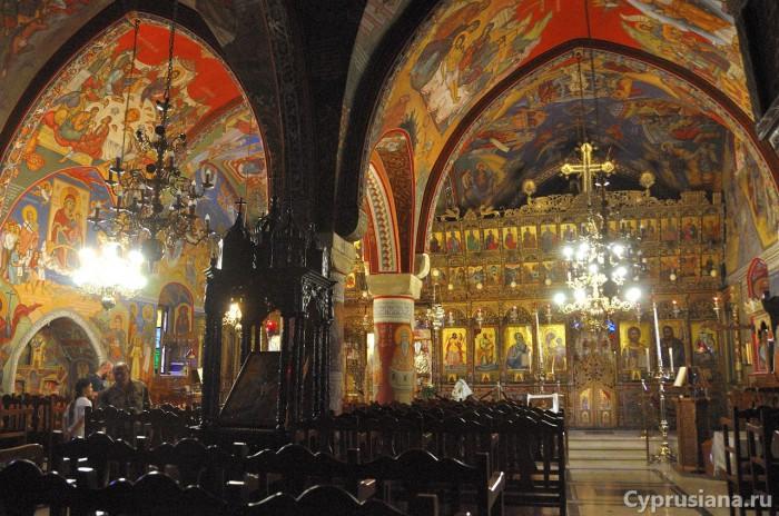Внутри церкви св. Киприана и Иустины