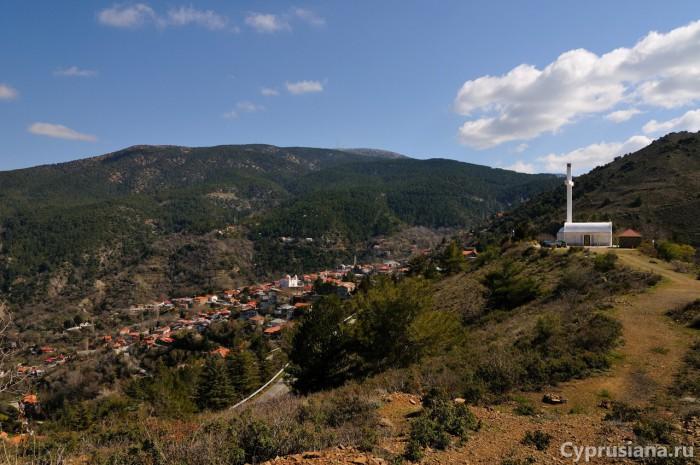 Вид на Педулас с вершины холма