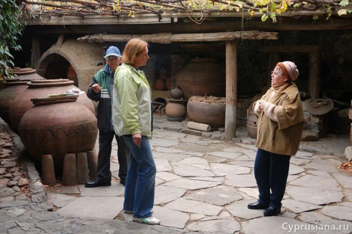 Слушаем рассказ о гончарном промысле
