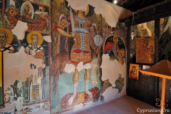 Архангел Михаил.1495 год. Художник Филипп Гул. Роспись северной стены церкви св. Маманта в Луварас