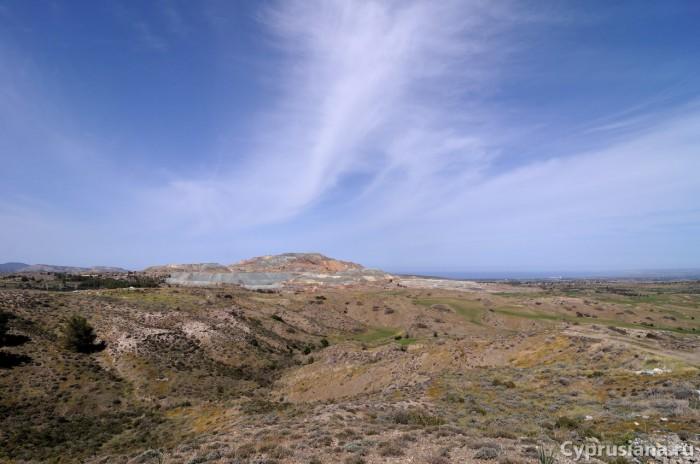 Вид на медные рудники и залив Морфу
