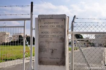 У закрытого музея