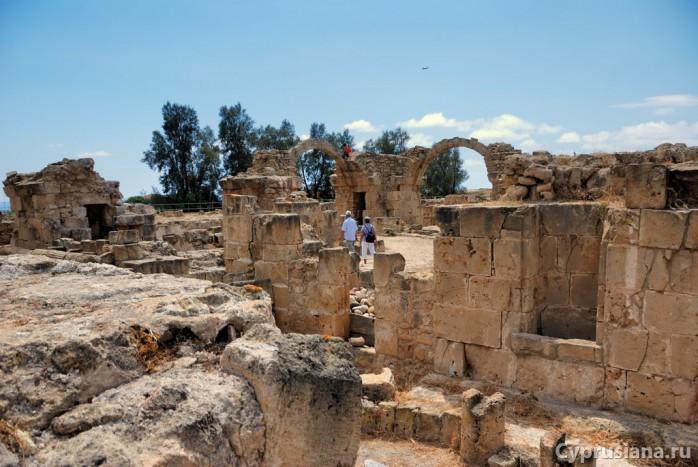 На руинах замка Сорока колонн