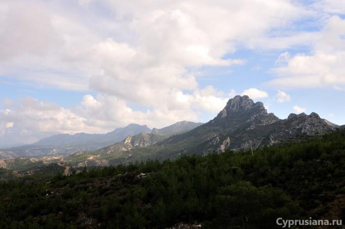 Пейзаж по пути к армянскому монастырю