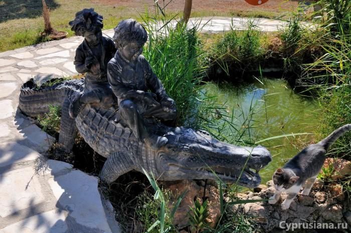 Крокодил и кошка