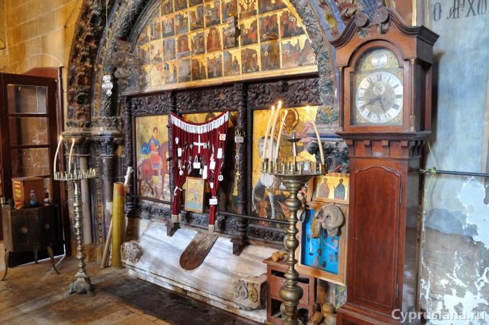 Собор монастыря святого Маманта в Морфу. Образ мученика закрыт завесами